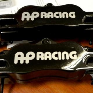 Черно-белые тормозные суппорта AP Racing